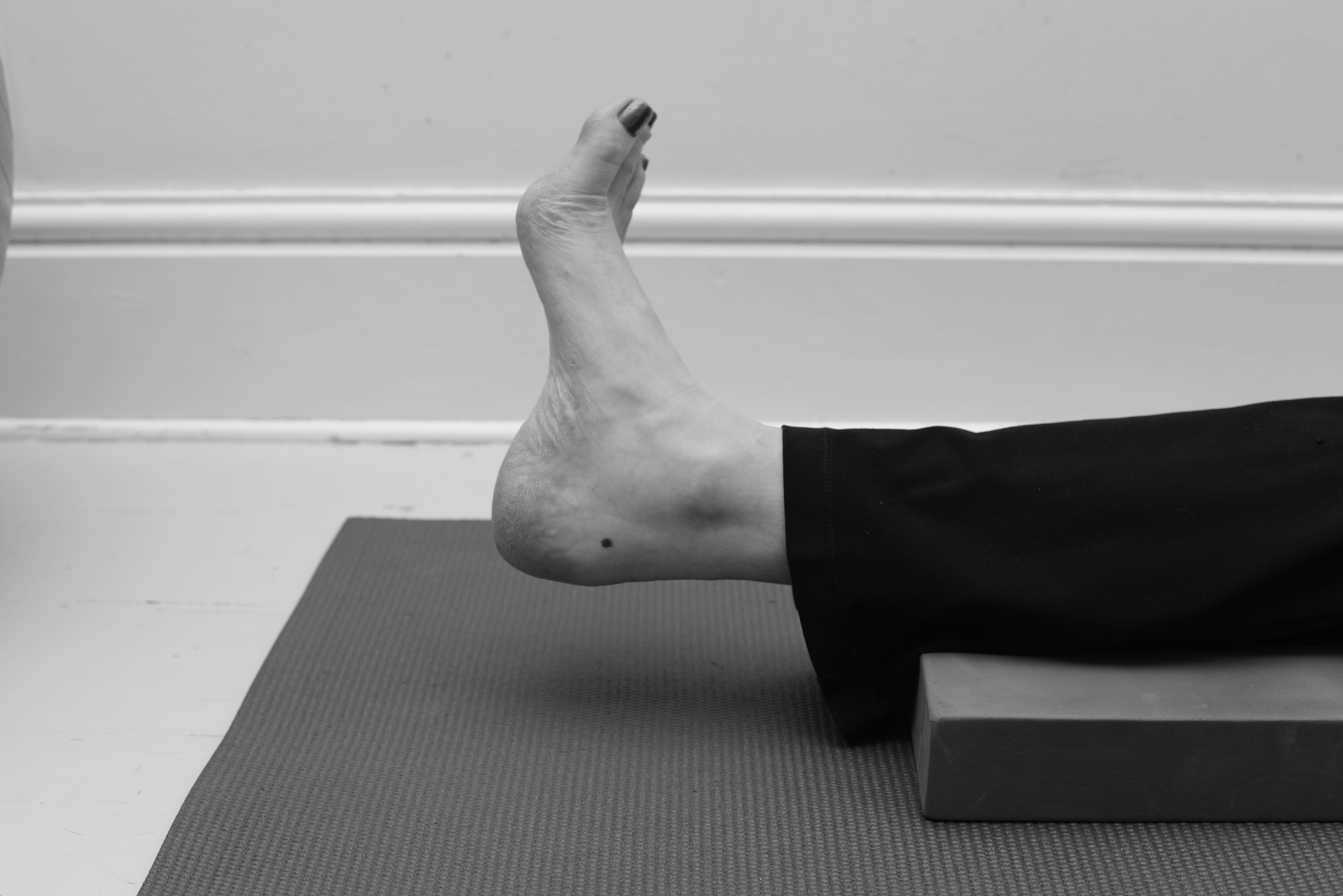 Toes point outwards - ankle exercise