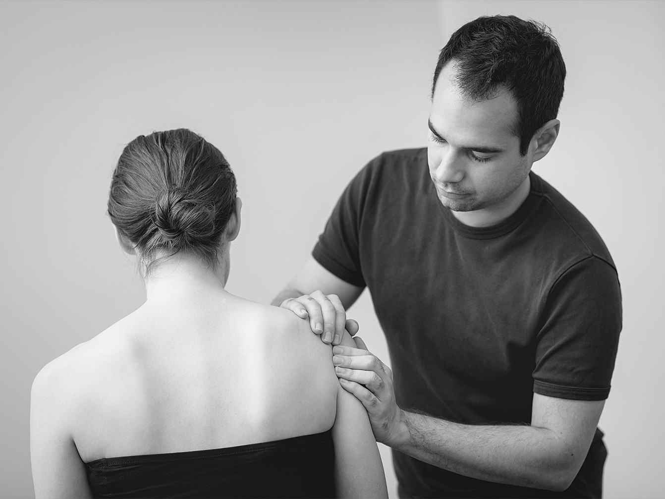 Sports physiotherapist treating a shoulder in Cambridge