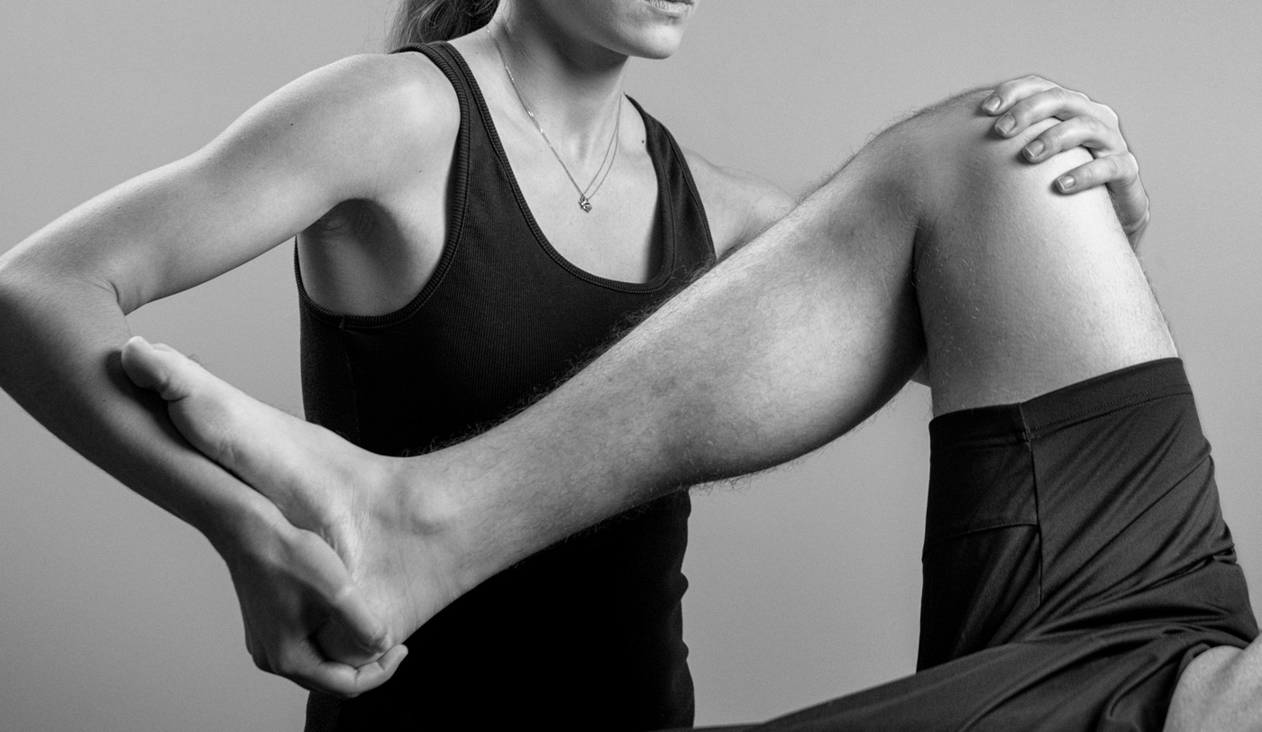 Knee pain assessment by a physiotherapist