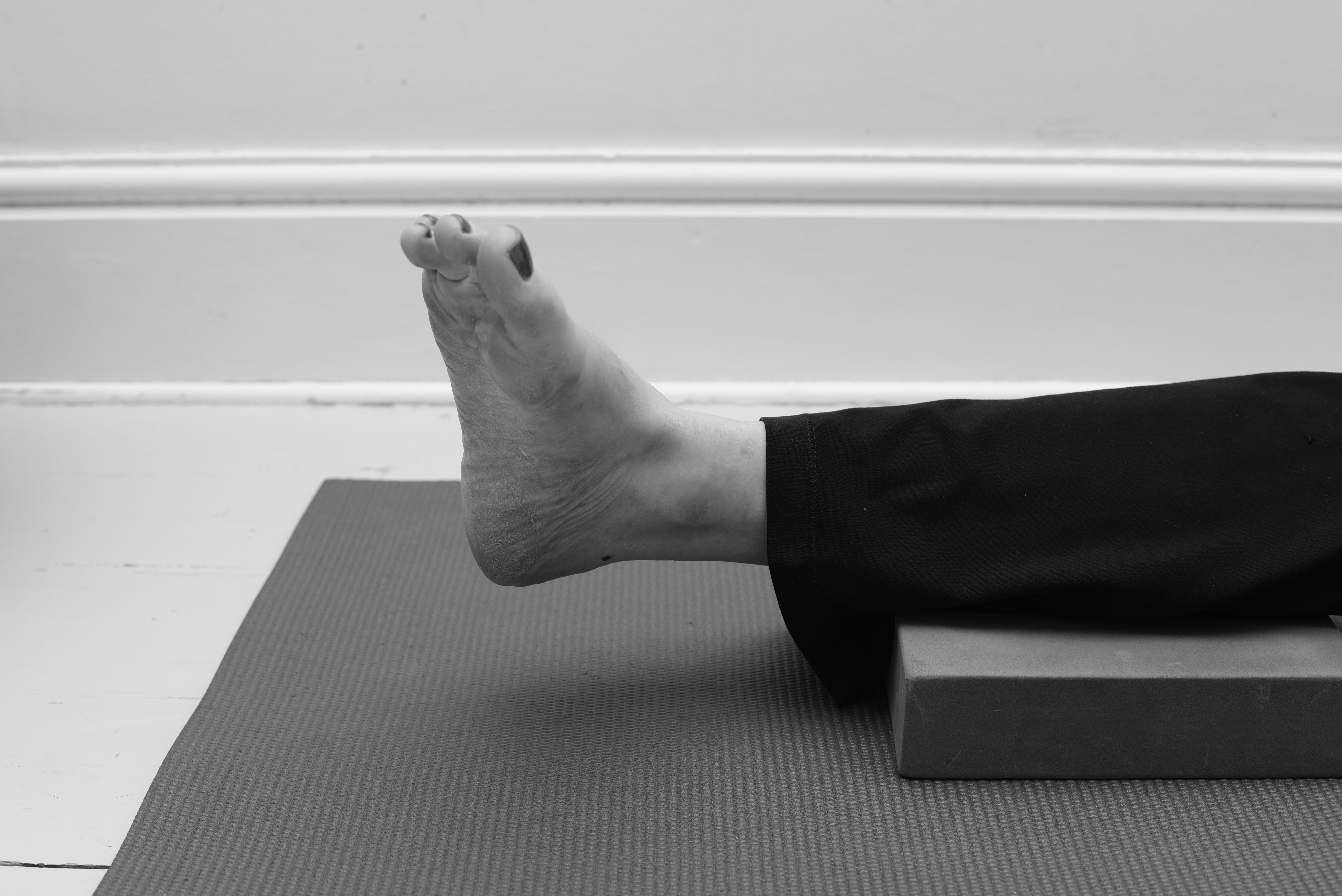 Toes point inwards - ankle exercise